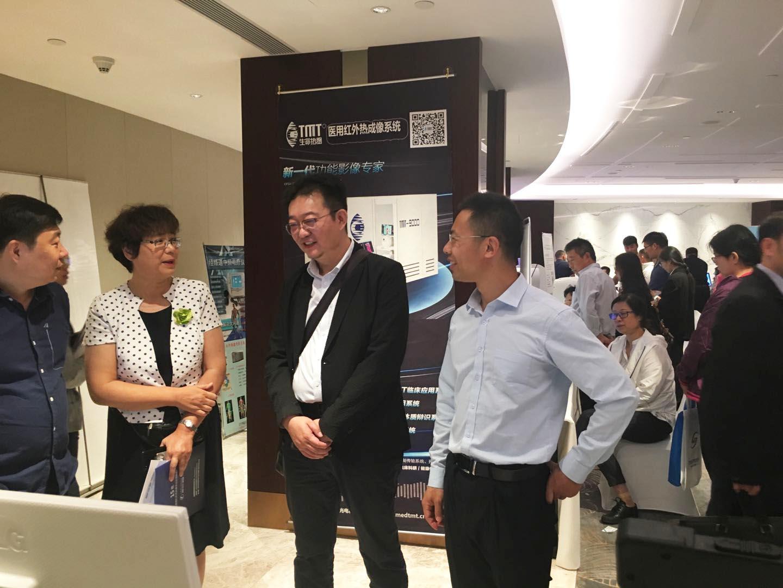 TMT总经理顾宏先生与李洪娟教授亲切交流